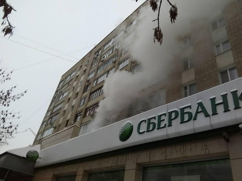 Горит квартира в девятиэтажке на Чапаева