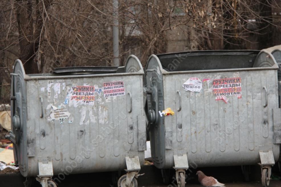 Родители кормили сына отходами из мусорного контейнера