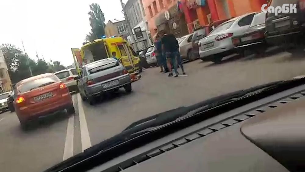 На Кутякова реанимация забрала лежащего на дороге человека