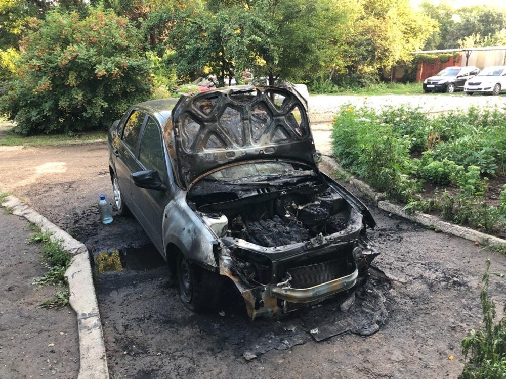 Сгорел автомобиль саратовского блогера
