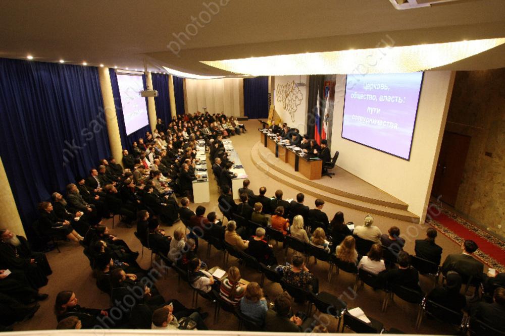 Саратовская область - в лидерах по сокращению чиновников
