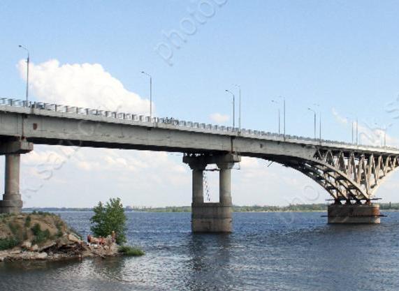Неизвестный гражданин спрыгнул с моста