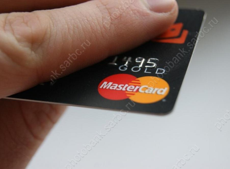 Средний уровень просроченной задолженности по потребительским.